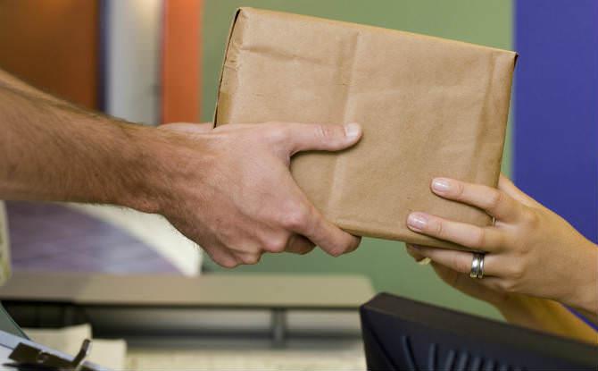 קבלת חבילה בדואר