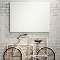 תמונה לבנה מעל אופניים