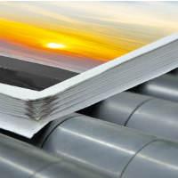ערמת פליירים מודפסים