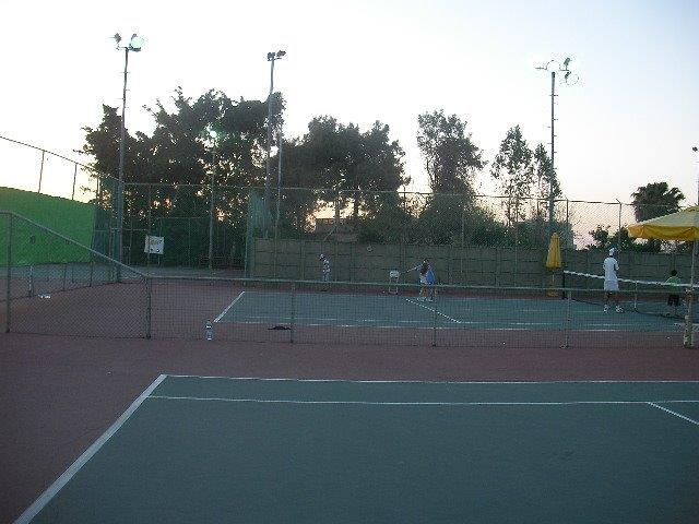 מגרשי טניס לאימון