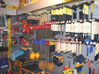 מגוון רחב של כלי עבודה