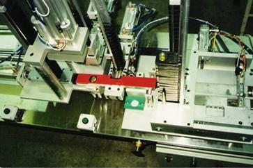 מכונה אוטומטית להרכבת פלסים