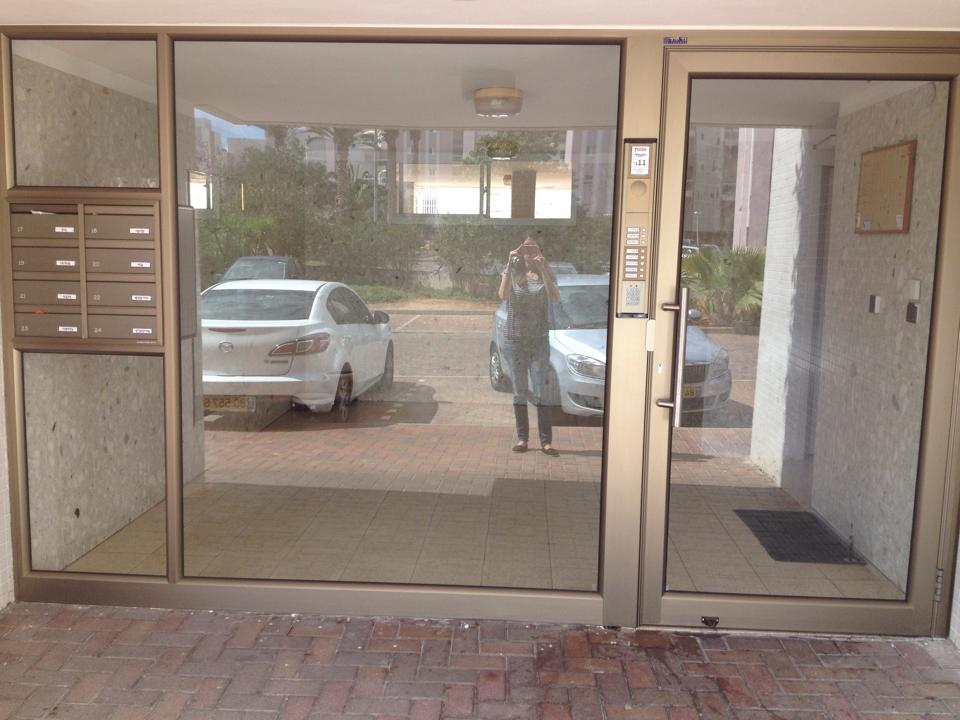 דלתות כניסה מאלומיניום