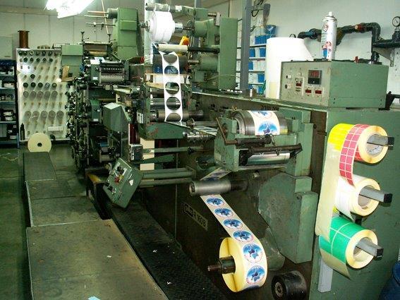 מכונה להדפסת מדבקות