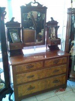 רהיטים עתיקים ומוצרי נוי
