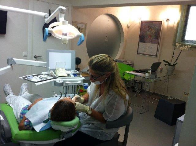 ציפויי חרסינה להלבנת שיניים