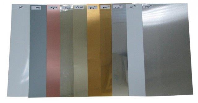 פלטת אלומיניום עם מגוון צבעים