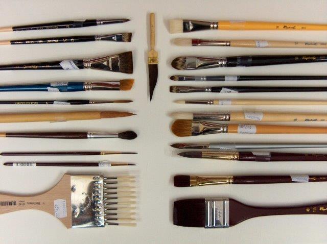 מגוון מכשירי כתיבה וציור
