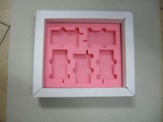 קופסת אריזה עם ספוג פנימי