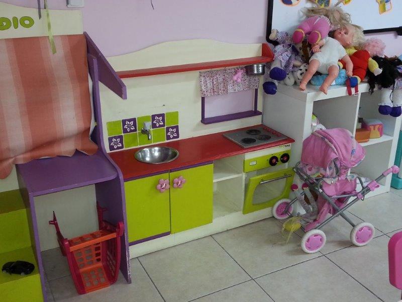 מגוון משחקים וצעצועים בגן