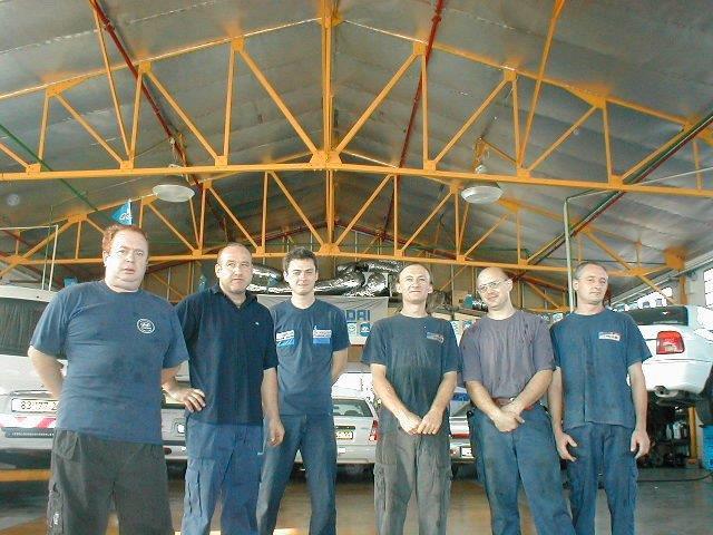 """צוות מכונאים לרכב - אוטו קליניק בע""""מ"""