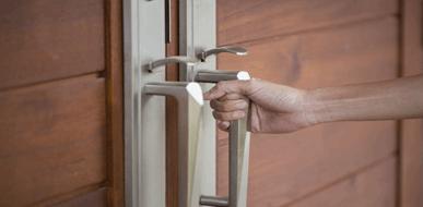 דלתות הזזה: אל תקבלו החלטה פזיזה - תמונת המחשה