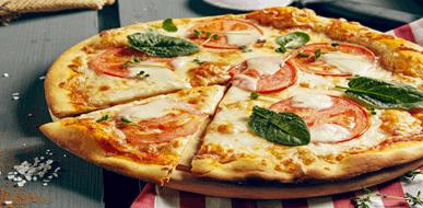 חם מהתנור - מדריך להכנת פיצה ביתית כמו בפיצרייה - תמונת המחשה