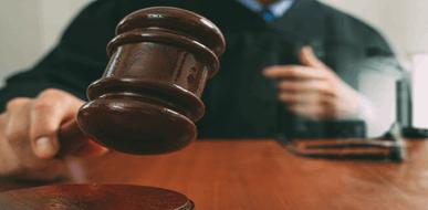 מפגש ישיר עם החוק: משמעותו של כתב האישום בהליך פלילי - תמונת המחשה