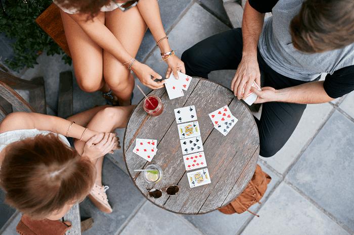 משחקי קלפים : תמונה להמחשה
