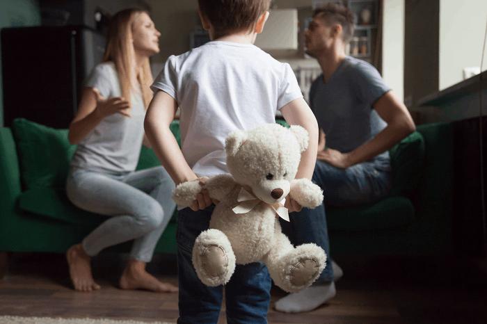 אילוסטרציה/שאטרסטוק/סכסוכי גירושים עלולים ליצור נזק בלתי הפיך בקרב הילדים