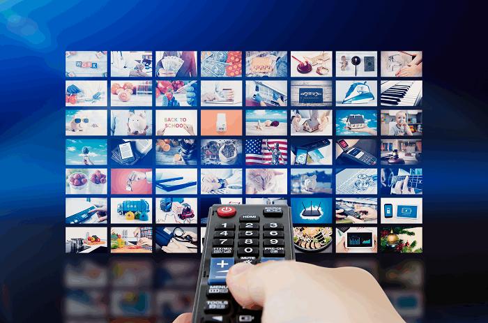 חיבור נגן לטלוויזיה :תמונה שאטרסטוק