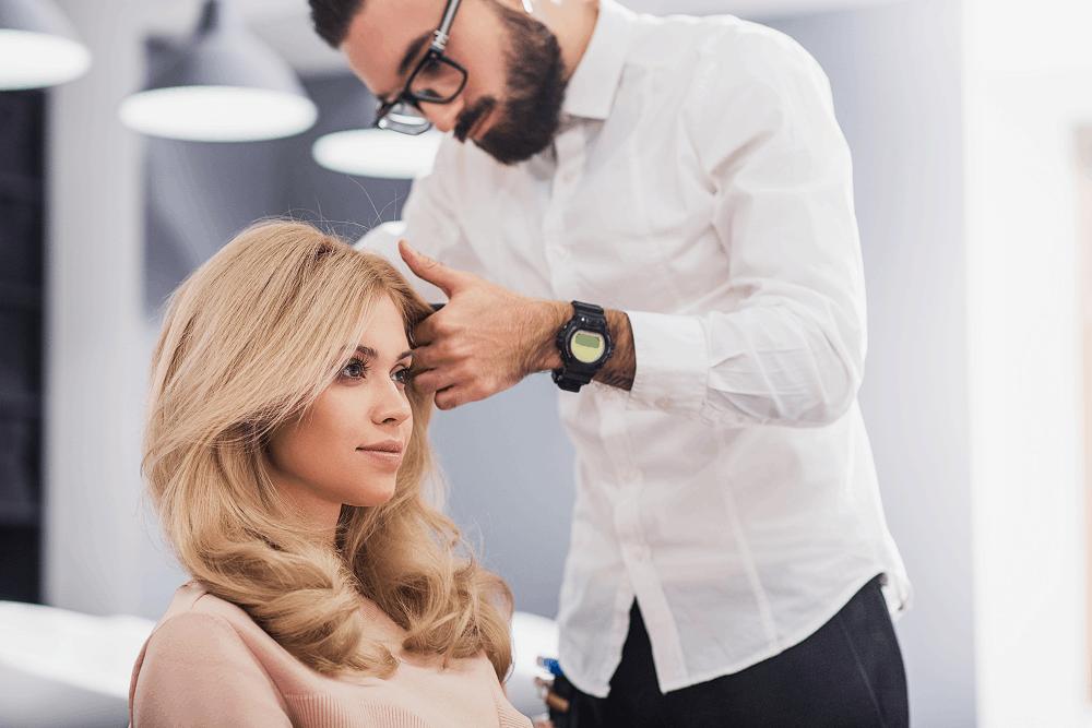 מעצבי שיער מומלצים לנשים: תמונה שאטרסטוק