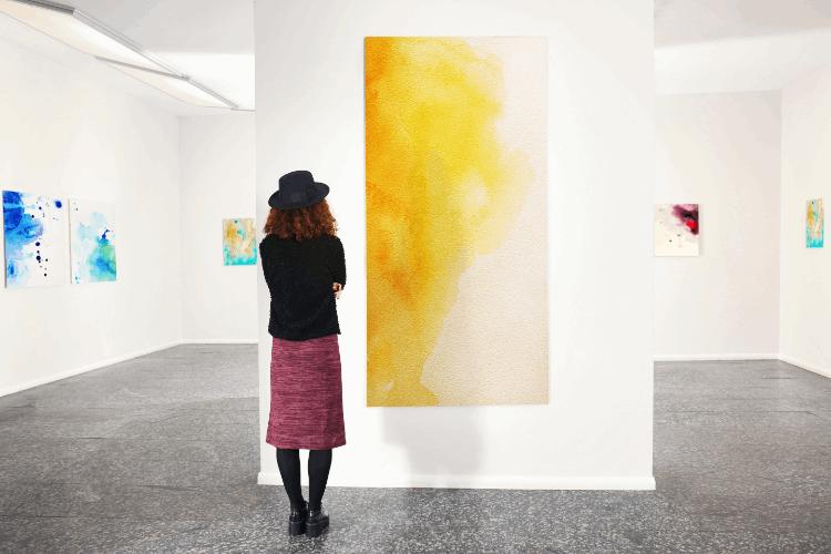 תערוכת ציורים בגלריה. צילום: shutterstock