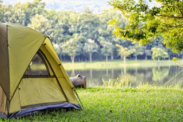 לינה באוהלים. צילום: shutterstock