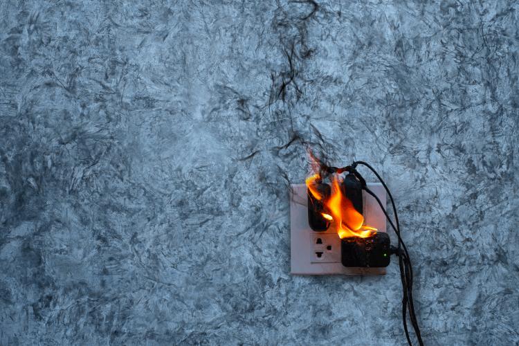 גילוי וכיבוי שריפה בבית. צילום: shutterstock