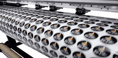 מדבקות לרכב: מהדיגיטל לשמשה האחורית - תמונת המחשה