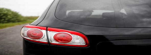 איך מסירים מדבקות לרכב מבלי לפגוע ברכב? - תמונת המחשה