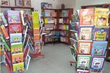 מכשירי כתיבה וספרי לימוד וקריאה