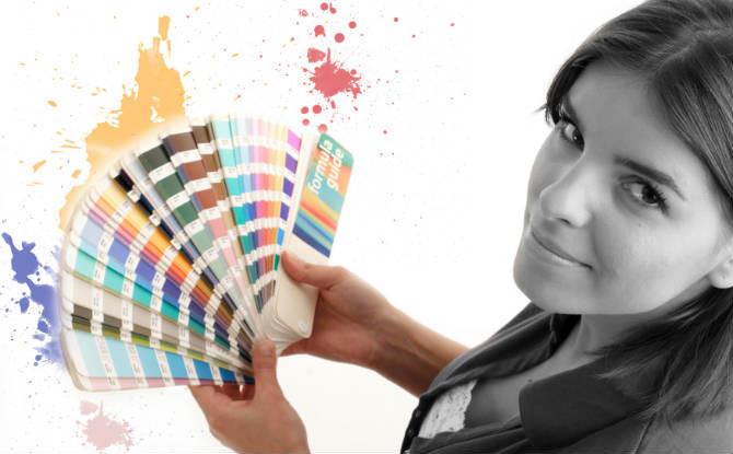 אישה עם מניפת צבעים
