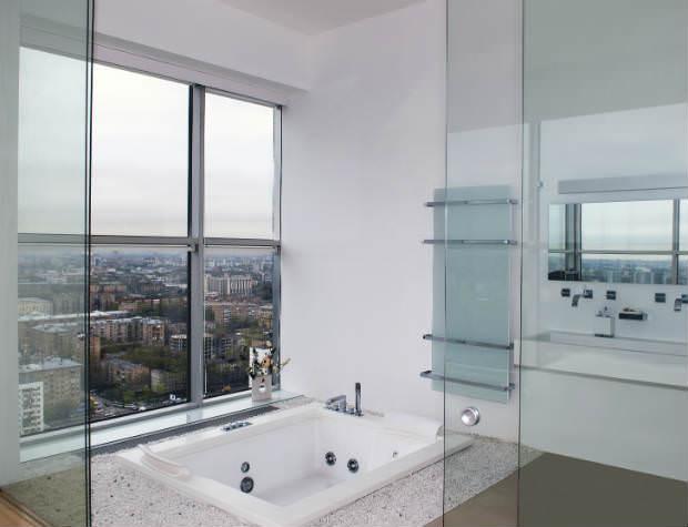 חדר אמבטיה עם נוף