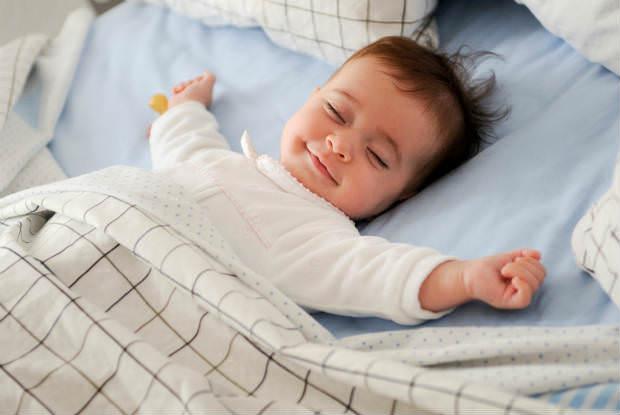 תינוק במיטה