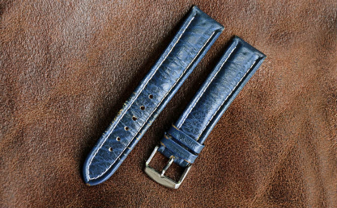 רצועות כחולות של שעון