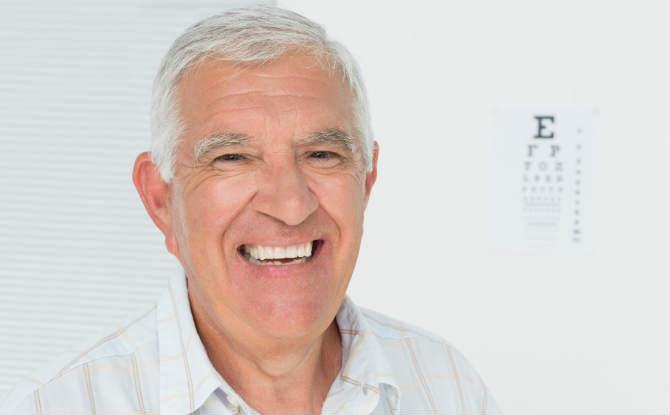 אדם מאושר לאחר ניתוח